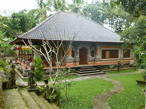 A Modern Balinese House in Traditional Design